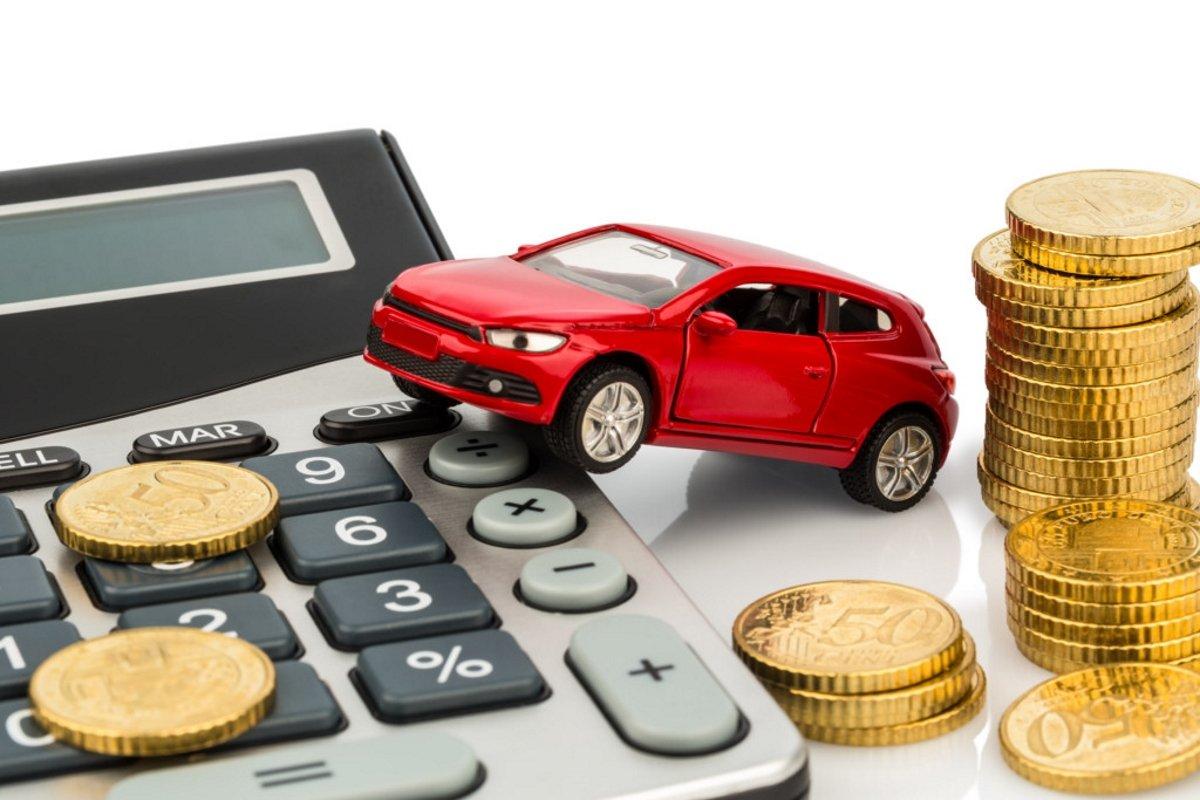 Этапы получения кредита на автомобиль Сегодня я хочу рассказать об этапах получения кредита на автомобиль. Данная услуга очень популярна в нашей стране. Многие люди не могут накопить определенную сумму сразу, а ведь хочется автомобиль. Самое интересное, что кредит под залог автомобиля получить намного проще, чем получить кредит на автомобиль. Более подробно об этом можно прочитать на сайте И так, первым шагом при получении кредита будет непосредственно выбор банка. Проанализируйте все банки в вашем городе. Сравните все процентные ставки и выберите самый оптимальный вариант. После выбора заведения, которое предоставит вам кредит, необходимо собрать все бумаги. Как правило, сейчас их пакет минимален, чем это было лет 5 назад. Собрав все документы, отнесите их банковскому сотруднику и ждите, пока ваше заявление одобрят. В среднем, срок рассмотрения заявления составляет до пяти дней. Будьте готовы к тому, что потребуется первый взнос. Обычно он составляет около 30 % от суммы автомобиля. Одобрив ваше заявление, банковский сотрудник предложит заключить договор. После бумажной волокиты, нужно зарегистрировать автомобиль. Фактически пока вы не выплатите всю сумму, он будет принадлежать банку.