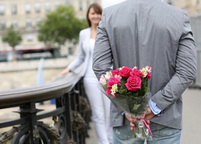 Купить букет цветов онлайн с доставкой в городе Москва