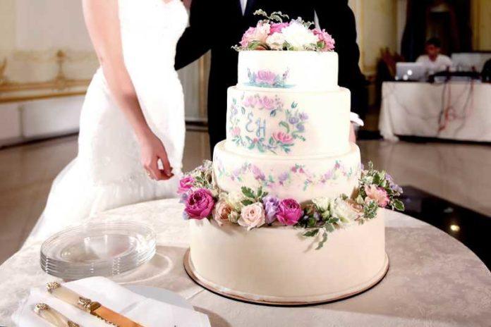 Интересный вариант свадебного торта