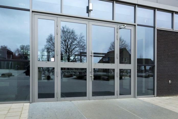Преимущества алюминиевых дверей
