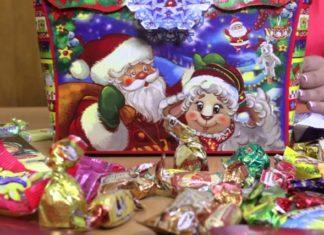 Новогодние подарки для детей: сладостей не бывает много