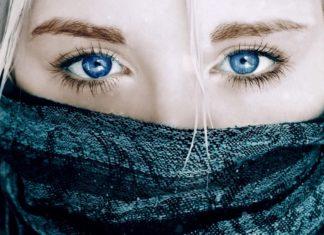 Бездонно синие глаза