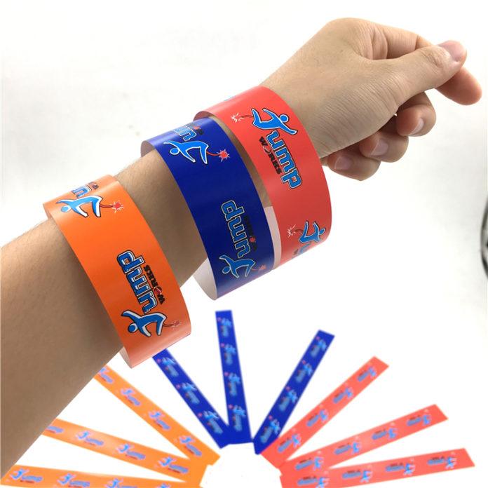 Преимущества использования бумажных браслетов