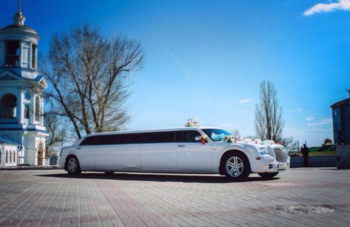 Преимущества услуг заказа лимузина на свадьбу