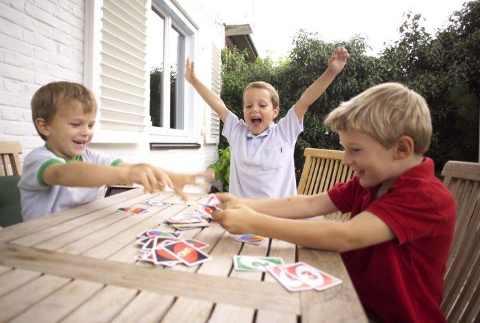 Преимущества настольных детских игр