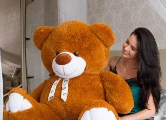 Лучший подарок – плюшевый медведь